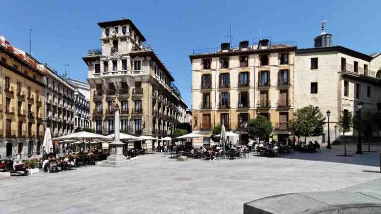 Vista de la Plaza de Ramales, Madrid.