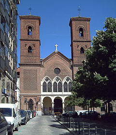 240px-Iglesia_de_la_Paloma_(Madrid)_01