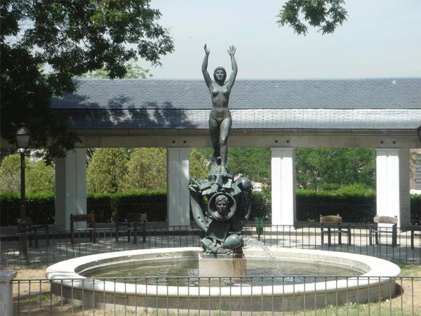 monumento a gomez de la serna plaza de gabriel miro.png