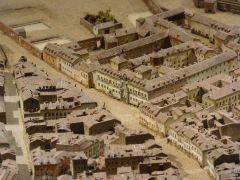 Antiguo_hospicio_de_la_calle_Fuencarral,_en_la_maqueta_de_1830_del_Museo_de_Historia_de_Madrid.JPG