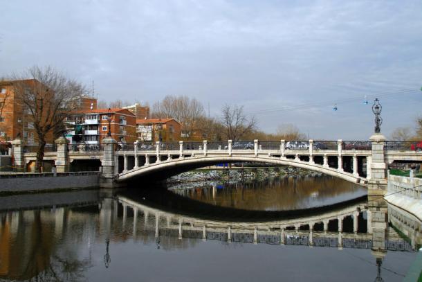puente-de-la-reina-victoria_538997.jpg