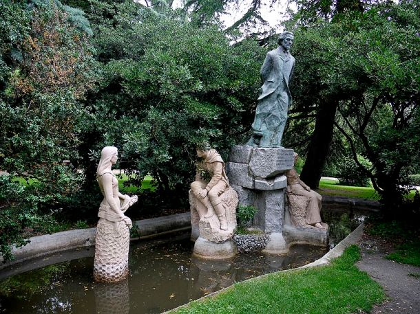 monumento-fuente-a-becquer-en-fuente-del-berro