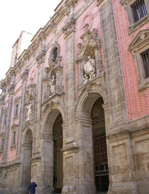 Iglesia_de_San_Cayetano_1_edited.jpg