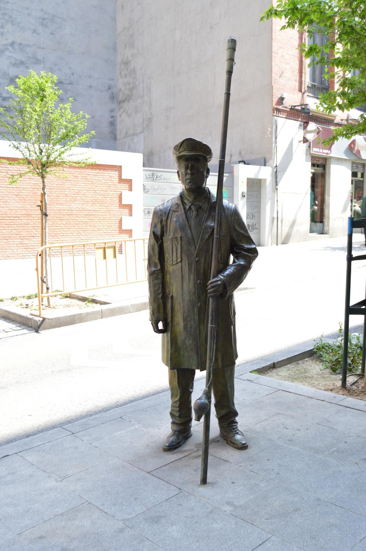 ¿Cuánto mide la estatua del Farolero? Farolero
